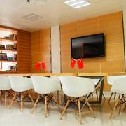 50平米现代简约风格精美办公室会议会设计效果图赏析