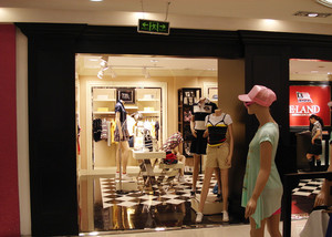 70平米都市清新风格服装店装修效果图
