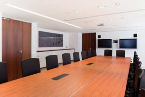 36平米都市简约风格办公室会议室装修效果图