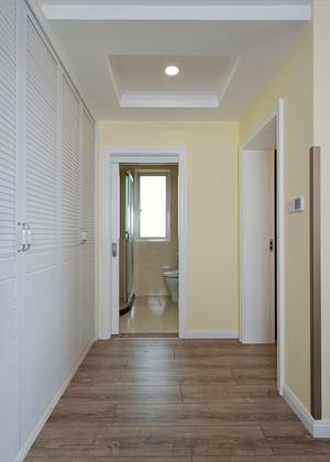 大户型现代简约风格进门玄关嵌入式衣柜装修效果图