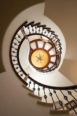欧式风格别墅楼梯吊顶装修实景图赏析