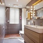现代简约大户型卫生间装修设计效果图