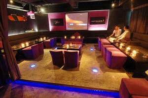 70平米现代风格酒吧包厢装修效果图赏析