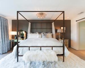 现代美式风格三居室卧室装修效果图赏析