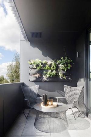 现代美式风格别墅阳台装修效果图鉴赏