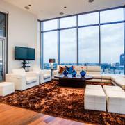 136平米现代简约风格客厅落地窗效果图赏析
