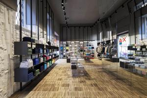 86平米后现代简约风格服装店设计装修效果图