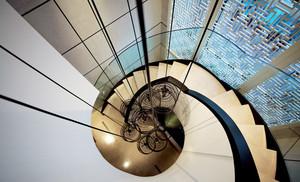 后现代风格别墅室内旋转楼梯设计装修效果图