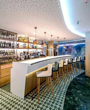 88平米都市简约清新风格酒吧吧台设计装修效果图鉴赏