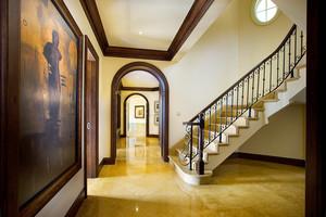 美式乡村风格别墅楼梯设计装修效果图