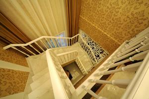 欧式风格三层别墅室内实木楼梯图片装修效果图