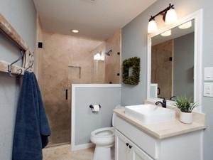 16平米现代美式风格卫生间隔断设计效果图赏析