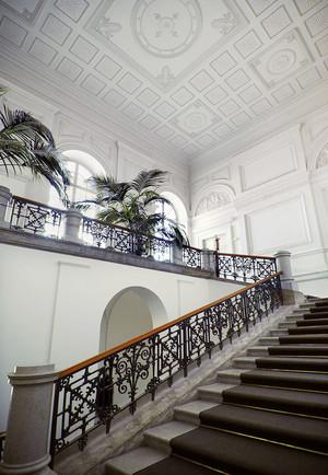 欧式风格别墅楼梯吊顶装修设计效果图赏析