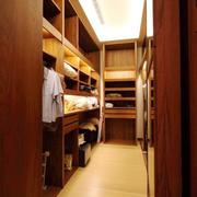 别墅东南亚风格原木深色衣帽间装修效果图