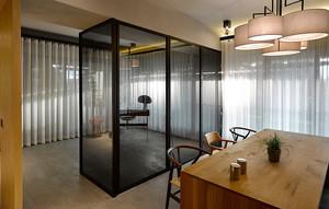 后现代风格大户型室内餐厅玻璃隔断效果图