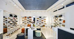 98平米现代简约风格鞋店设计装修效果图