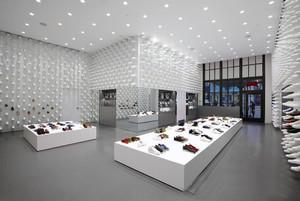 104平米现代风格鞋店装修设计效果图鉴赏