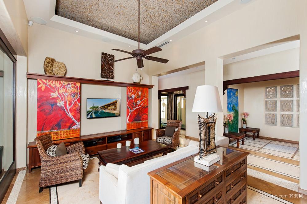东南亚风格三居室客厅电视背景墙装修效果图