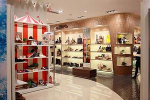 30平米轻快风格鞋店设计装修效果图