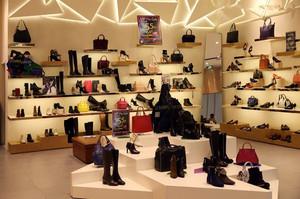 56平米简约欧式风格鞋店设计装修效果图赏析