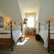 美式风格别墅斜顶阁楼装修效果图