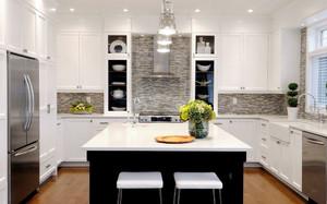现代简约风格白色厨房橱柜装修效果图