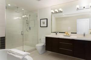 10平米现代简约风格卫生间淋浴房装修效果图