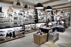 140平米现代风格时尚鞋店展柜效果图