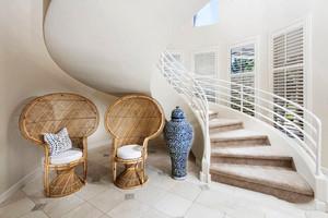 简欧风格复式楼旋转楼梯设计装修效果图赏析