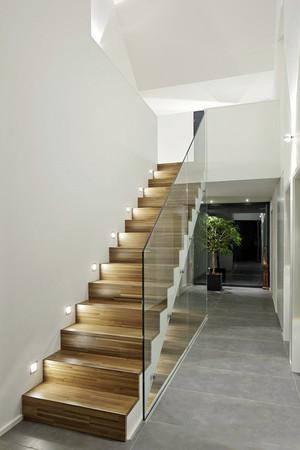 现代风格复式楼楼梯设计装修效果图赏析