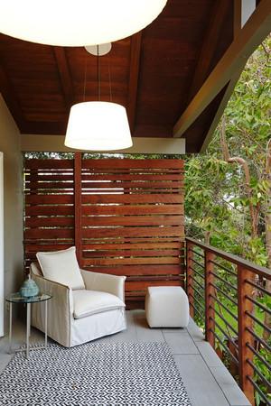 东南亚风格两居室阳台防护栏设计装修效果图