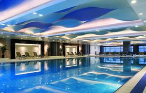 现代简约风格五星级酒店室内游泳池装修效果图