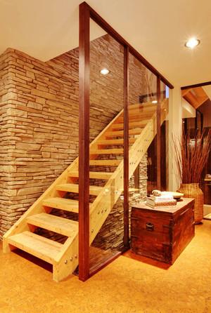 日式风格小复式楼室内实木楼梯装修效果图