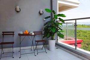 现代简约风格大户型阳台装修设计效果图赏析