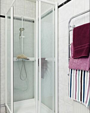 现代简约风格小户型卫生间淋浴房装修效果图