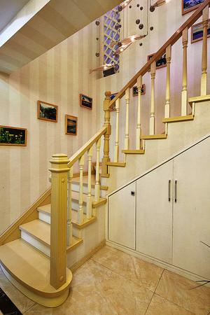 现代简约美式风格实木楼梯扶手装修效果图