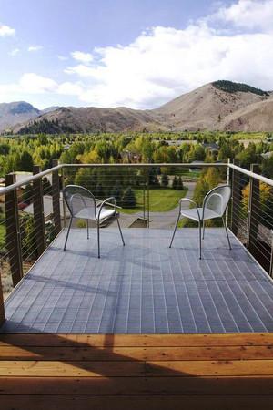 现代简约风格大户型阳台设计装修效果图