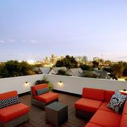 现代风格二层别墅露天阳台装修效果图赏析