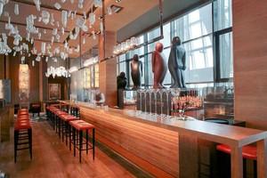 70平米后现代风格酒吧吧台设计装修效果图