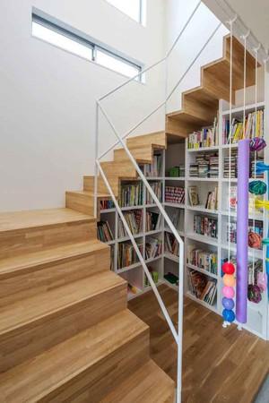 现代风格小复式楼实木楼梯设计装修效果图