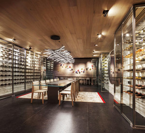 后现代风格大户型餐厅吊灯装修效果图
