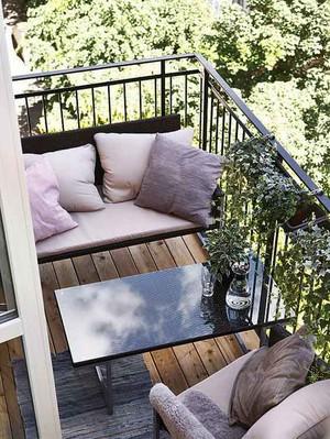 现代风格小户型阳台防护栏装修效果图