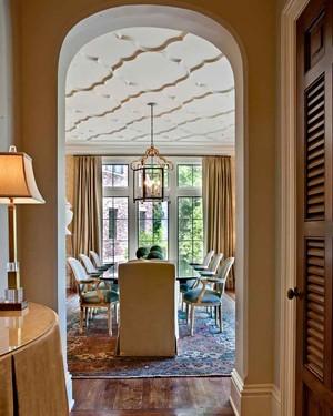 美式风格别墅室内餐厅吊顶设计装修效果图