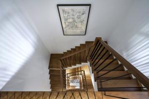现代简约风格别墅旋转楼梯设计效果图