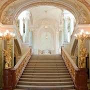 奢华欧式风格别墅楼梯设计装修效果图
