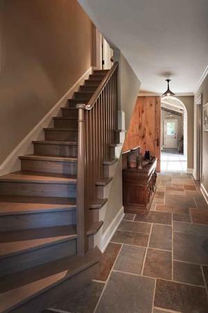 美式乡村风格别墅楼梯装修效果图赏析