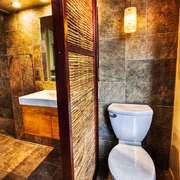 美式乡村风格大户型卫生间隔断设计装修效果图