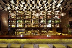后现代风格酒吧吧台设计装修效果图案例
