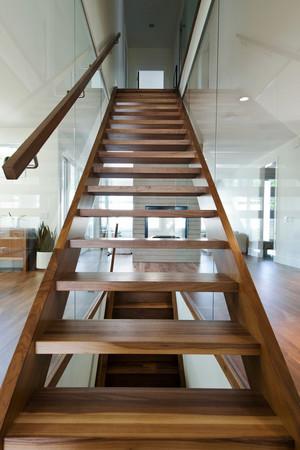 现代简约风格实木楼梯装修效果图赏析