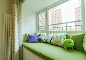 现代简约风格绿色飘窗设计装修效果图